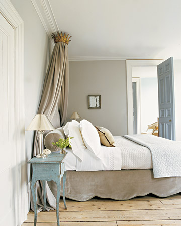 Soothing painted door holly mathis interiors for Exemple de peinture de chambre